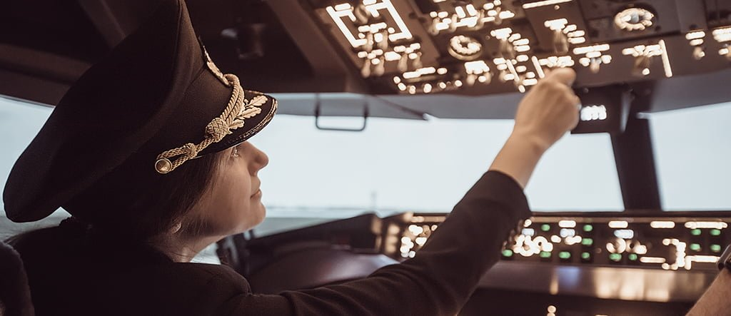 What is the Best Path for Becoming a Commercial Pilot?