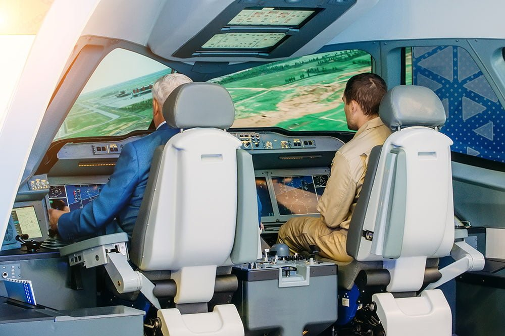 Accelerated Commercial Pilot Training vs. Traditional Pilot Training