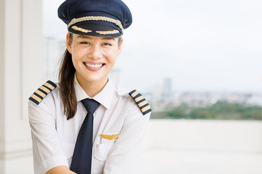 getting an airline pilot job after flight school